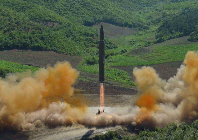 Lanzamiento de un misil balístico norcoreano (archivo)