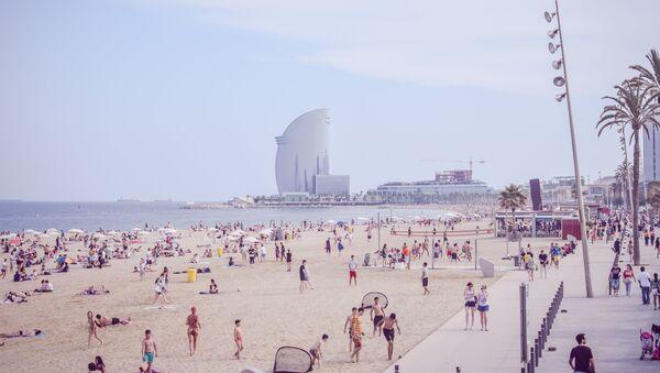 Playa en Barcelona, España - Sputnik Mundo
