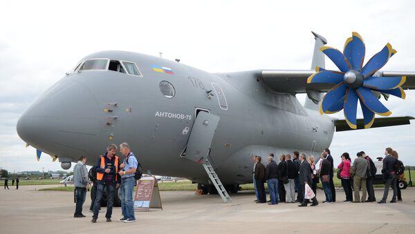 Un avión de transporte An-70 - Sputnik Mundo