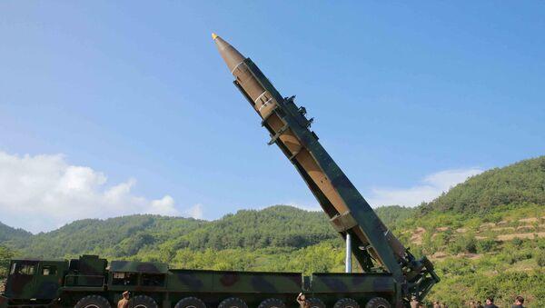 Hwasong-14, misil balístico norcoreano (archivo) - Sputnik Mundo