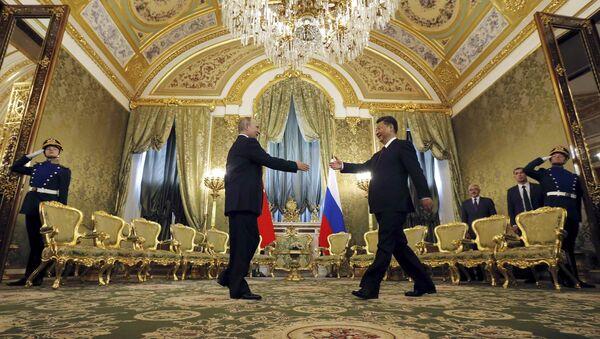 El presidente de Rusia, Vladímir Putin con su homólogo chino, Xi Jinping - Sputnik Mundo