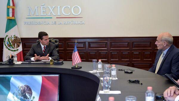 Enrique Peña Nieto, presidente de México, y John Kelly, secretario de Seguridad Interior de EEUU - Sputnik Mundo