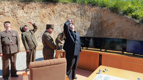 Kim Jong-un, líder norcoreano durante el ensayo de un misil (archivo) - Sputnik Mundo