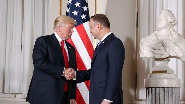 El presidente de EEUU, Donald Trump, y el presidente de Polonia, Andrzej Duda - Sputnik Mundo