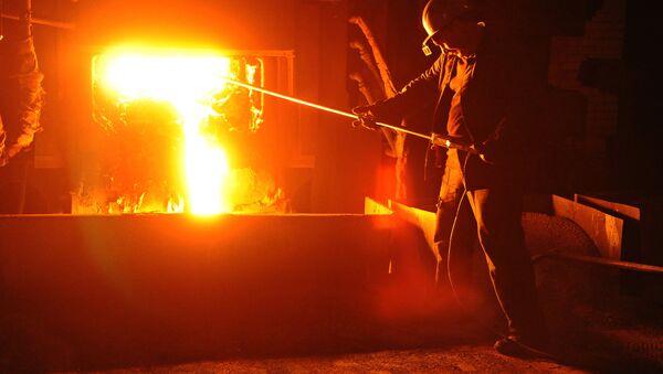 El trabajador de una planta que produce acero - Sputnik Mundo