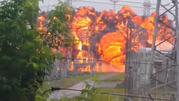 Impactante explosión de un tanque en Siberia - Sputnik Mundo