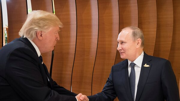 El presidente de EEUU, Donald Trump, y el presidente de Rusia, Vladímir Putin - Sputnik Mundo