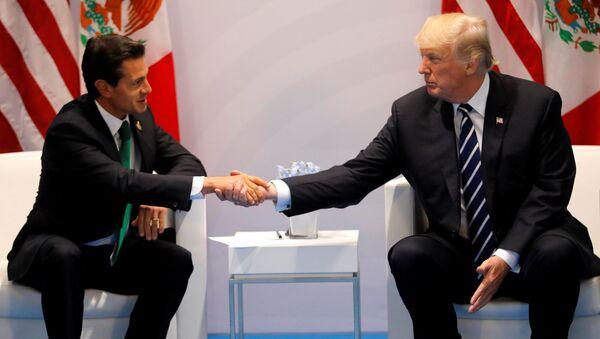 El presidente de Mexico Enrique Peña Nieto y el presidente de EEUU, Donald Trump - Sputnik Mundo