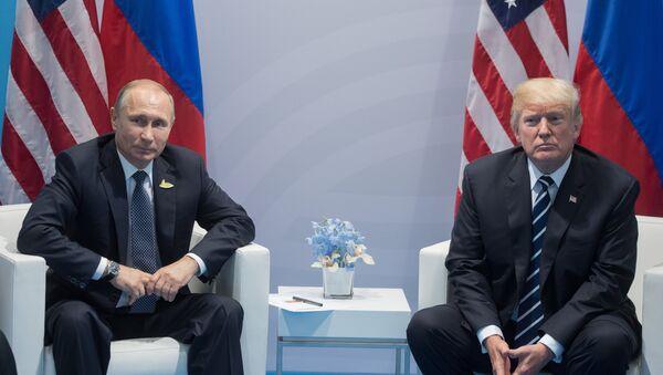 Vladímir Putin, presidente de Rusia, y su homólogo norteamericano, Donald Trump (archivo) - Sputnik Mundo