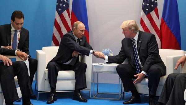 El presidente de Rusia, Vladímir Putin, y su homólogo norteamericano, Donald Trump - Sputnik Mundo