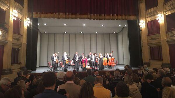 El público uruguayo aclama a la Orquesta de Cámara Rusa de San Petersburgo - Sputnik Mundo