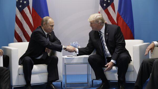 El presidente de Rusia, Vladímir Putin, y su homólogo norteamericano, Donald Trump (archivo) - Sputnik Mundo
