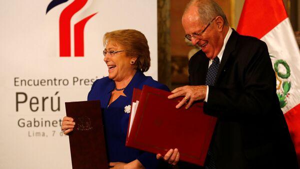 La presidenta chilena Michelle Bachelet con su par peruano Pedro Pablo Kuczynski - Sputnik Mundo