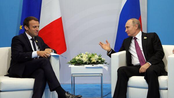 El presidente de Francia Emmanuel Macron y el presidente de Rusia Vladímir Putin (archivo) - Sputnik Mundo