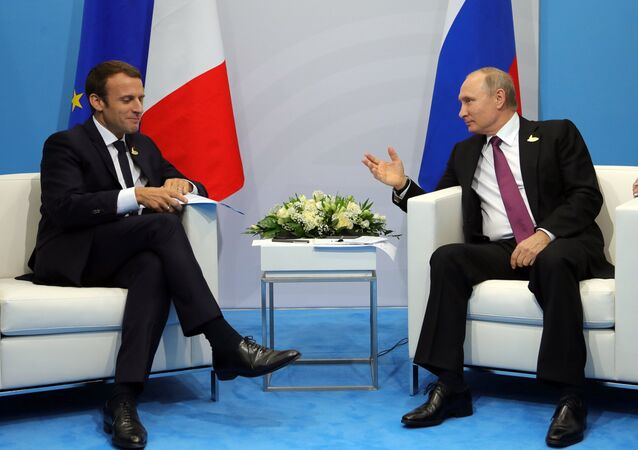 El presidente de Francia Emmanuel Macron y el presidente de Rusia Vladímir Putin (archivo)