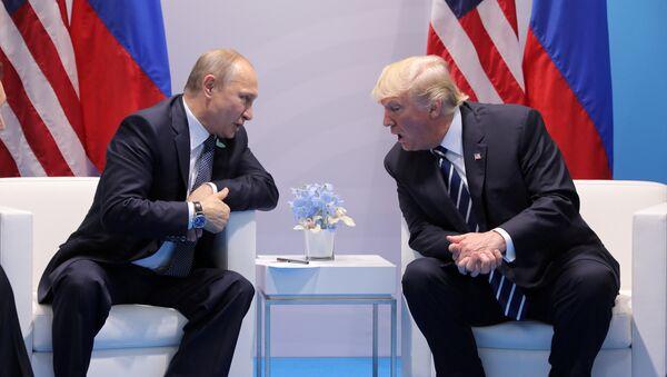 Presidente de Rusia, Vladímir Putin, y presidente de EEUU, Donald Trump (archivo) - Sputnik Mundo