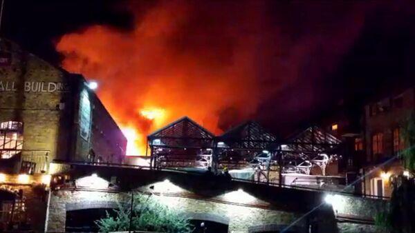 Incendio en el mercado londinense de Camden - Sputnik Mundo