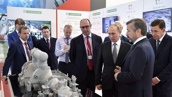 Vladímir Putin, presidente de Rusia, en la exposición industrial Innoprom en Ekaterimburgo, Rusia - Sputnik Mundo