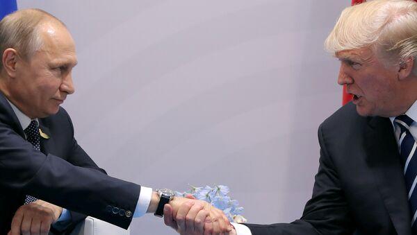 Vladímir Putin, presidente de Rusia, y Donald Trump, presidente de EEUU - Sputnik Mundo