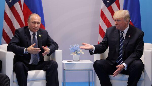El presidente ruso, Vladímir Putin, y su homólogo estadounidense, Donald Trump - Sputnik Mundo