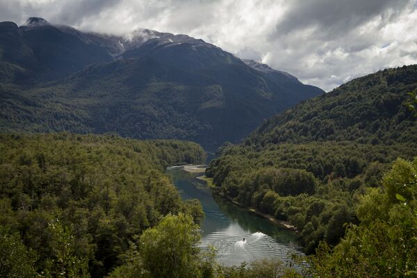 Arrayanes river that links Futalaufquen and Verde lakes at Los Alerces national park in the Patagonian province of Chubut, Argentina - Sputnik Mundo