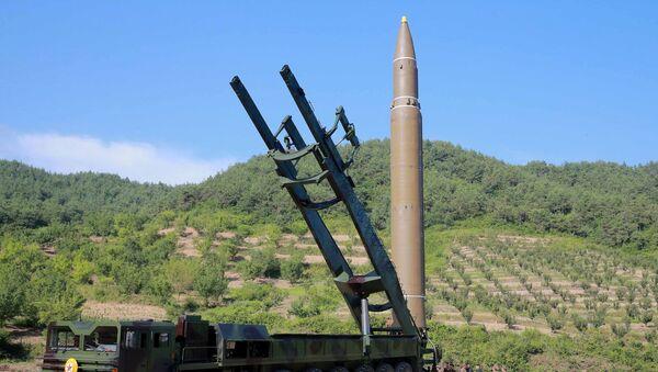Un misil balístico intercontinental de Corea del Norte - Sputnik Mundo