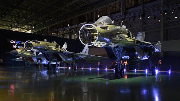 El interior de los cazas MiG-35 (imagen referencial) - Sputnik Mundo