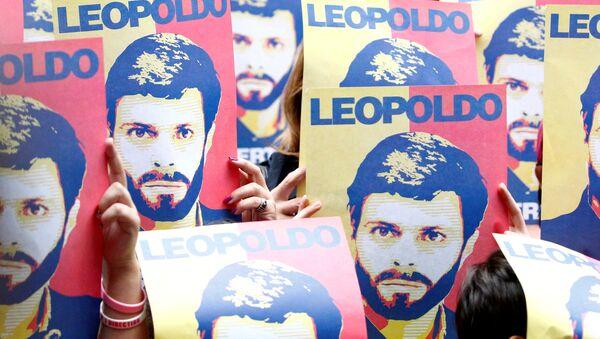 Carteles con el retrato de Leopoldo López - Sputnik Mundo