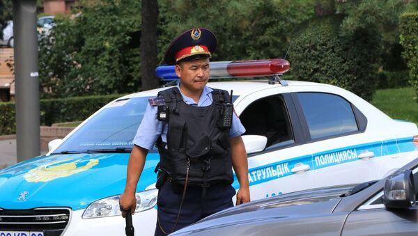 Un policía kazajo (archivo) - Sputnik Mundo