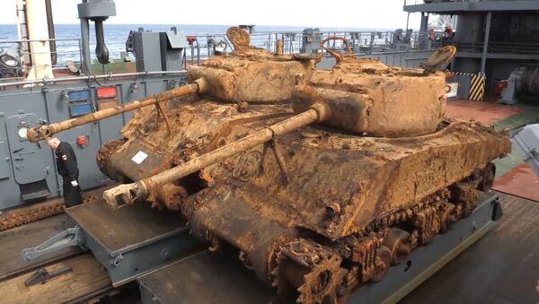 Sacan dos tanques estadounidenses de la II Guerra Mundial del fondo del mar de Barents - Sputnik Mundo
