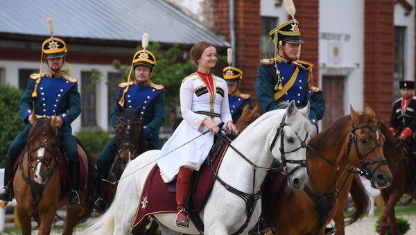 Así son los jinetes de la Escuela de Equitación del Kremlin - Sputnik Mundo
