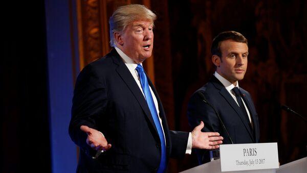 El presidente estadounidense, Donald Trump, con su homólogo francés, Emmanuel Macron - Sputnik Mundo