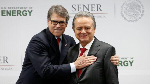 Secretario de Energía de EEUU, Rick Perry y secretario de Energía (Sener) mexicano, Pedro Joaquín Coldwell - Sputnik Mundo