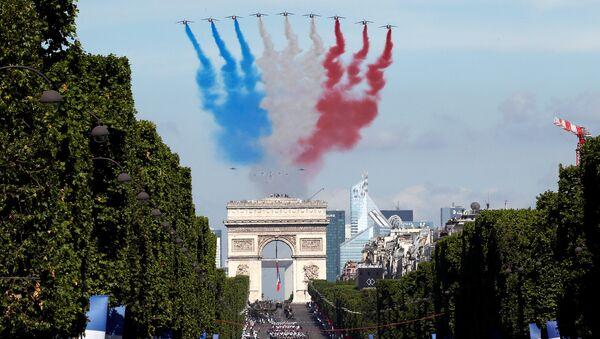 Celebración del Día de la Bastilla en Francia - Sputnik Mundo