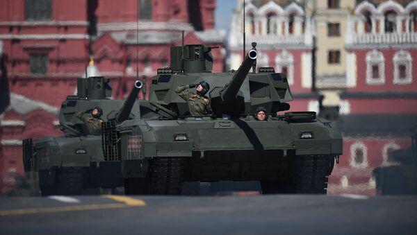 El tanque T-14 Armata durante el ensayo del desfile militar en la Plaza Roja de Moscú, Rusia - Sputnik Mundo