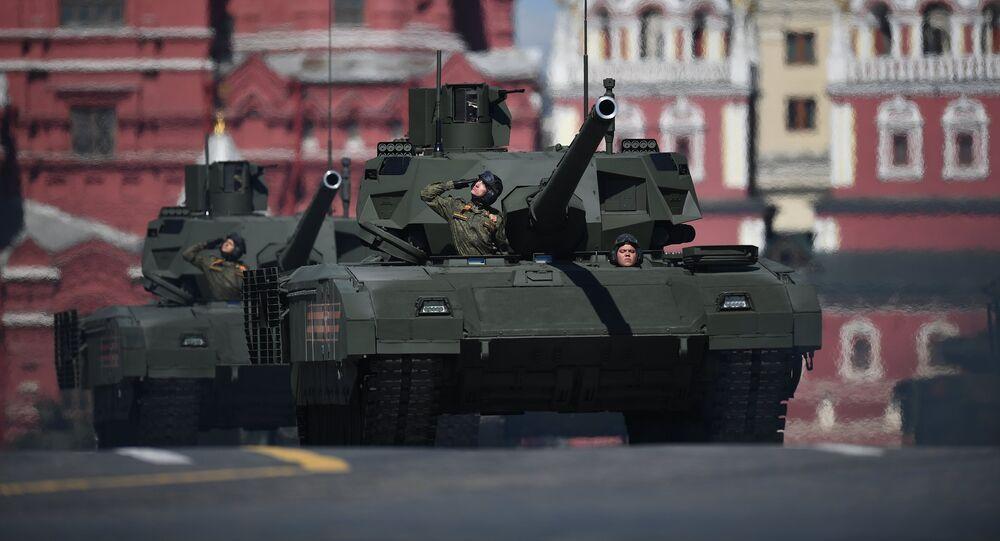 El tanque T-14 Armata durante el ensayo del desfile militar en la Plaza Roja de Moscú, Rusia