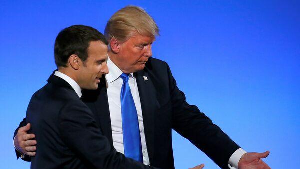 El presidente estadounidense, Donald Trump con su homólogo francés, Emmanuel Macron (archivo) - Sputnik Mundo