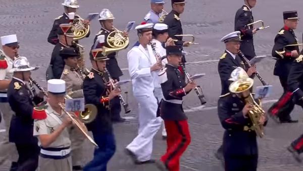 El Ejército francés cierra con Daft Punk el desfile por la fiesta nacional - Sputnik Mundo