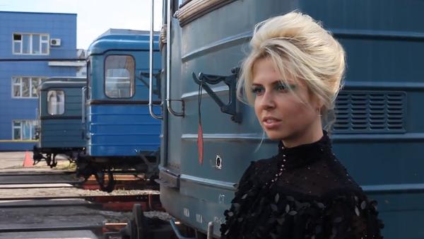 Despampanantes modelos rusas de Vogue eligen el metro de Moscú como pasarela - Sputnik Mundo
