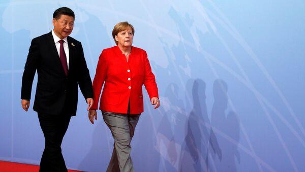 Presidente de China, Xi Jinping, la canciller de Alemania, Angela Merkel - Sputnik Mundo