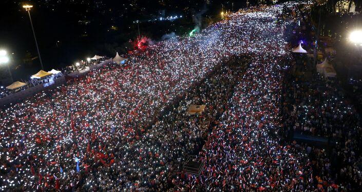 Manifestaciones multitudinarias en Ankara y Estambul