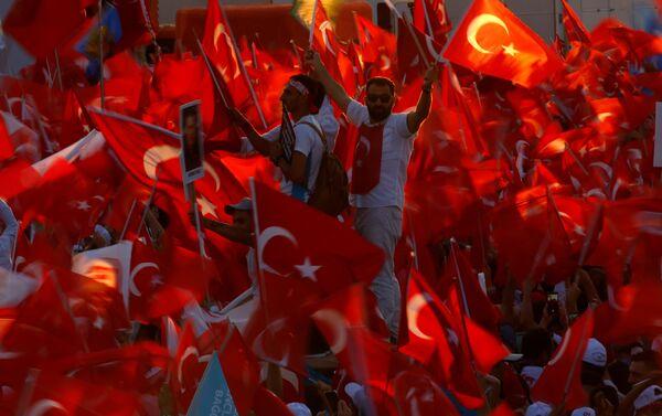 Los partidarios del presidente Recep Tayyip Erdogan - Sputnik Mundo