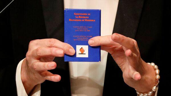 Copia de la Constitución de Venezuela - Sputnik Mundo
