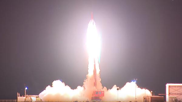 EEUU y Australia prueban con éxito un misil hipersónico - Sputnik Mundo