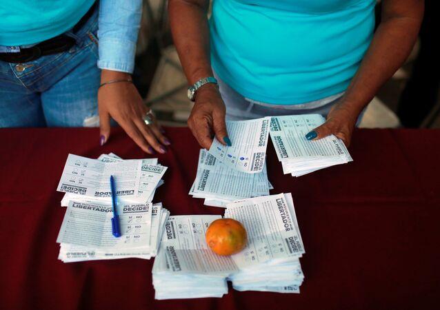 Recuento de votos de la consulta opositora en Venezuela