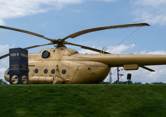 Mi-8, pintado de dorado