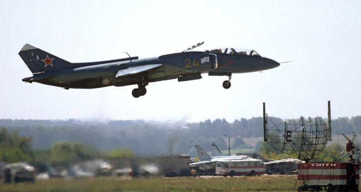 Avión de despegue vertical soviético Yak-38U