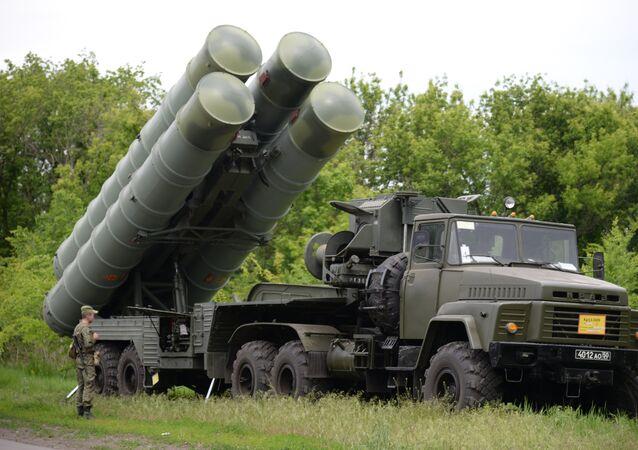 Sistema de misiles antiaéreo S-300 (archivo)