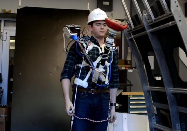 Aucto, la mano robótica para facilitar tareas en el ambiente de trabajo