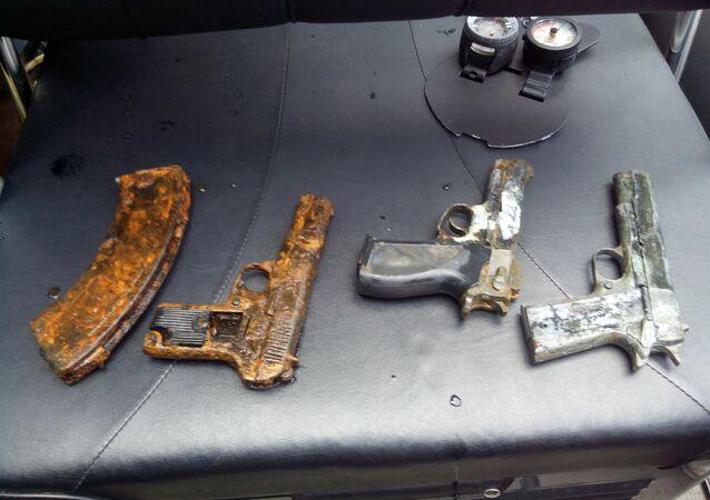 Pistolas encontradas en las profundidades del río Moscova